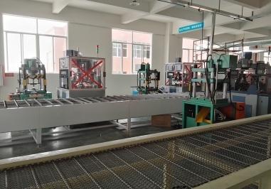 数控液压机由主机及动力组织两大部分组成